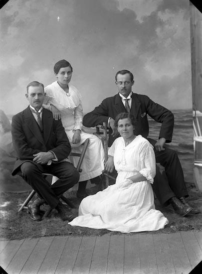 """Enligt fotografens journal nr 3 1906-1917: """"Nykvist, Jenny Nösnäs Här""""."""