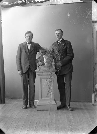 """Enligt fotografens journal nr 4 1918-1922: """"Rutgersson, Karl Strandnorum Här""""."""