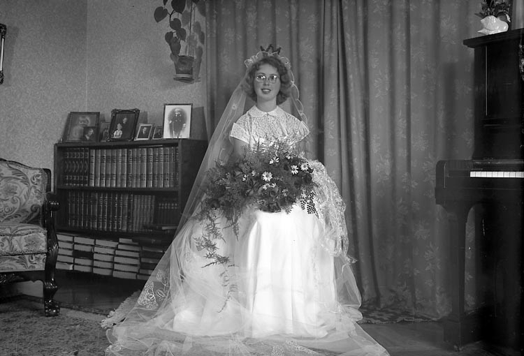 "Enligt fotografens journal nr 8 1951-1957: ""Åsebratt, Herr Verner Packhusg. 4 A Gbg""."