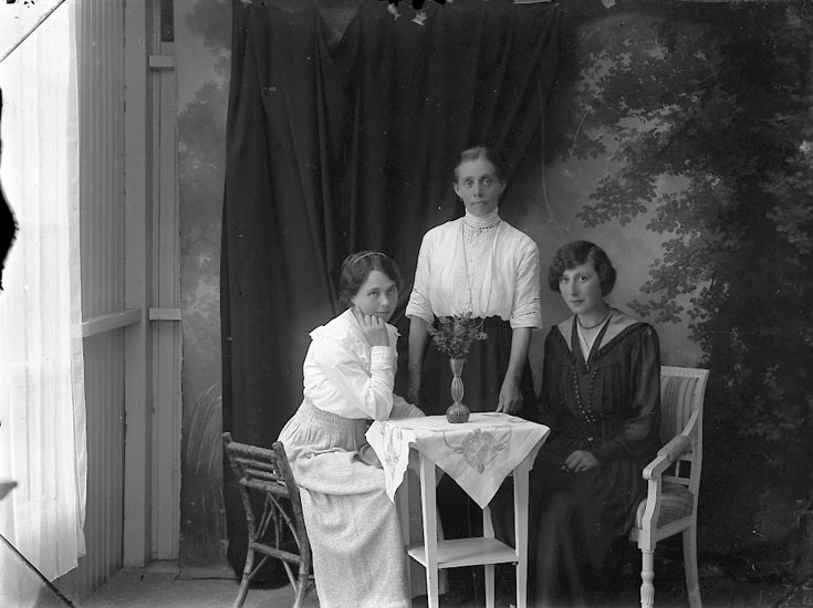 """Enligt fotografens notering: """"Fröken Gärda Andersson Häggvall Hjälteby""""."""