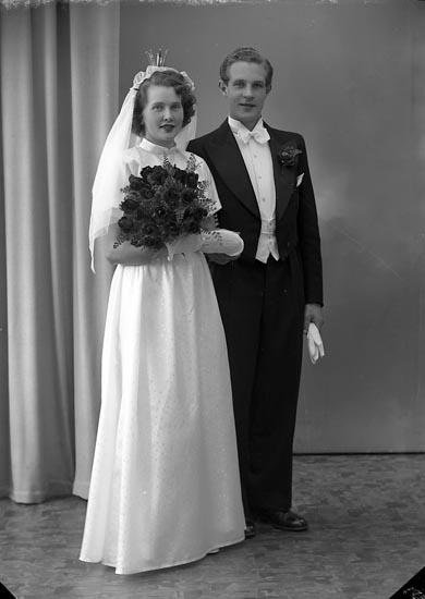 """Enligt fotografens journal nr 8 1951-1957: """"Herngren, Herr Karl Edvard, Konsum Agnesberg""""."""