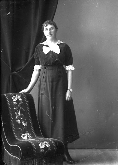"Enligt fotografens journal nr 4 1918-1922: ""Andersson, Anna Grössbacke, Spekeröd""."
