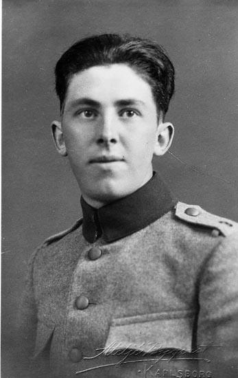 """Enligt fotografens journal nr 6 1930-1943: """"Mattsson, St. Askerön kopia"""". Enligt fotografens notering: """"Albert Mattsson St. Askerön""""."""