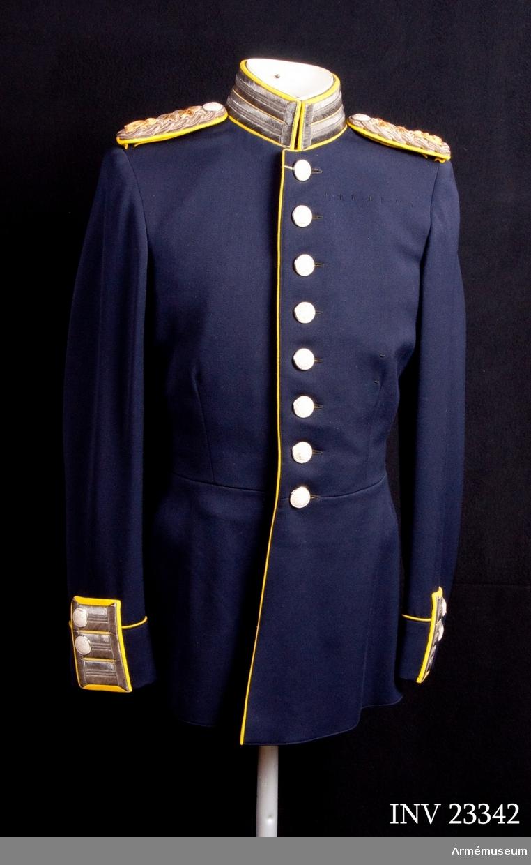 Grupp C I. Uniformen har tillhört general Thord C:son Bonde. Grevinnan Anna-Greta Bonde.