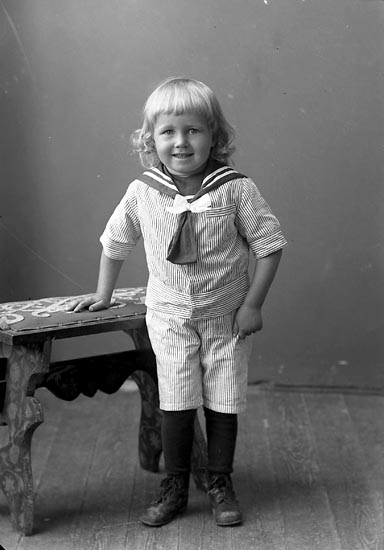 """Enligt fotografens journal nr 4 1918-1922: """"Sköldborg, Tage Här""""."""