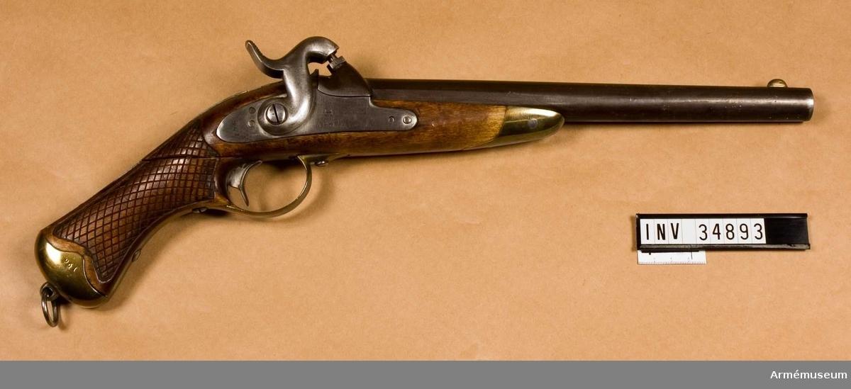 Grupp E III.  Samhörande nr 34893-4, pistol, löskolv.