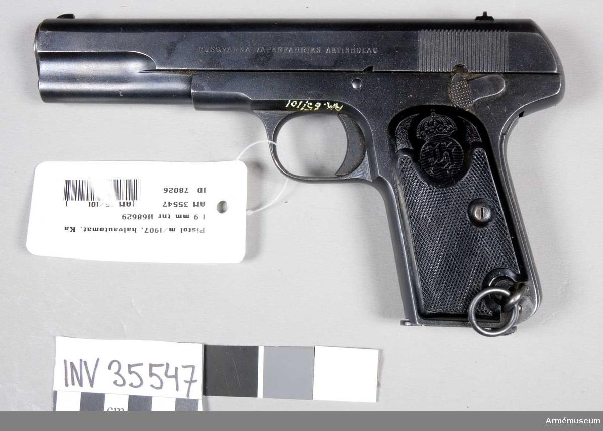 Grupp E III e. Pistol m/1907 med Brownings system.