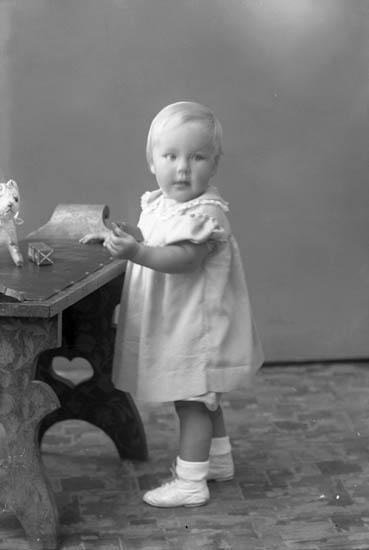 """Enligt fotografens journal nr 7 1944-1950: """"Weddemark, Ingvor Banérsg. 14 Gbg""""."""