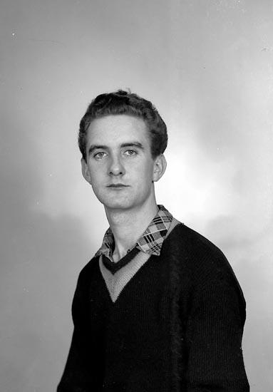"Enligt fotografens journal nr 9 1958-: ""Hermansson, Herr Einar Skedet, Kållekärr""."