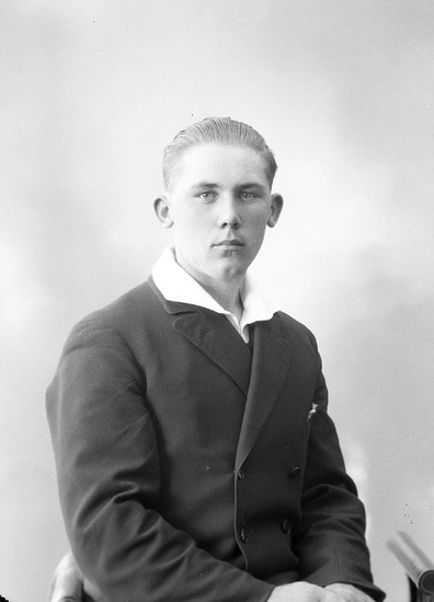 "Enligt fotografens journal nr 5 1923-1929: ""Johansson, Gustaf""."