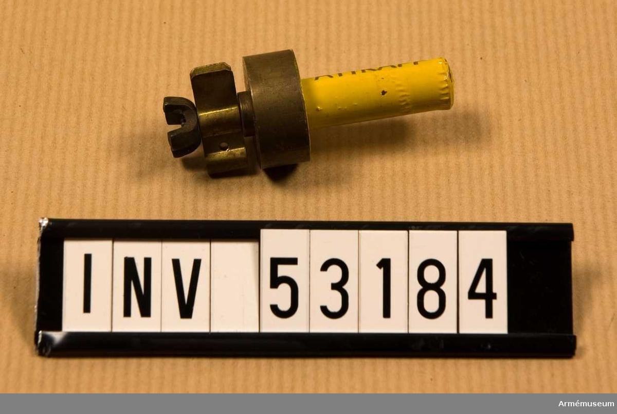 Grupp E V, F III, G III. Mintändaren innehåller följande beståndsdelar (denna är dock en attrapp): Säkringsbleck Utlösningsstift Tätningsmembran Packning Hylsa Spärrflik Sprängpatron Tryckplatta Slagfjäder Slagstift Tändsats