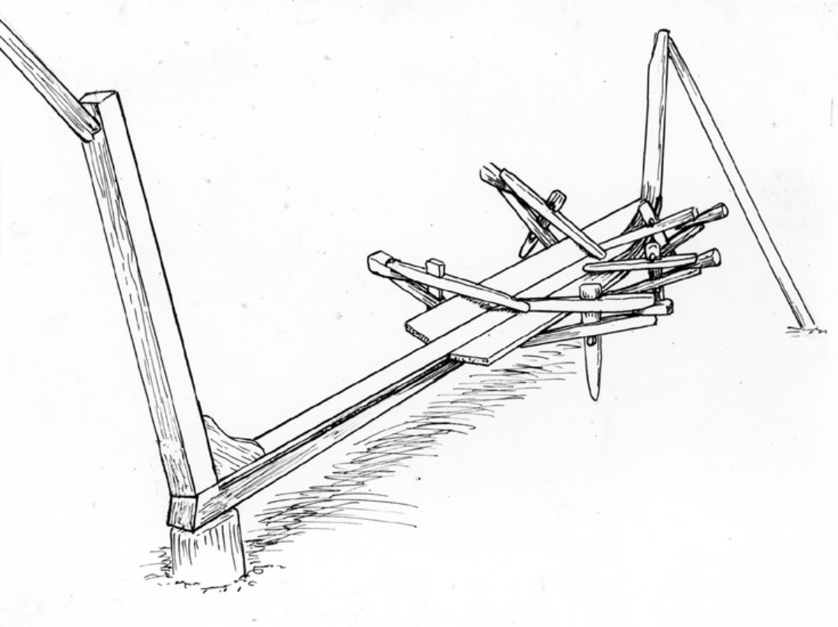 Skrivet på vidhängande papper: Hur en klinkbåt bygges: 1-sta stadiet: När kölen är sträckt och stävarna resta, börjar bordfyllningen. Första bordgången formas till, sätts på plats och klämmes fast med båtkolvar, så att man kan ta skarpa mått och märken för justering av onöjaktigheter. Därefter tar man loss borden, justerar dem och sätter in dem på nytt, tills de kan godkännas, då de spikas eller klinkas fast.