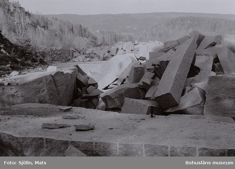"""Bohusläns samhälls- och näringsliv. 2. STENINDUSTRIN. Film: 6  Text som medföljde bilden: """"Käringhultet. Brott. April -77."""""""