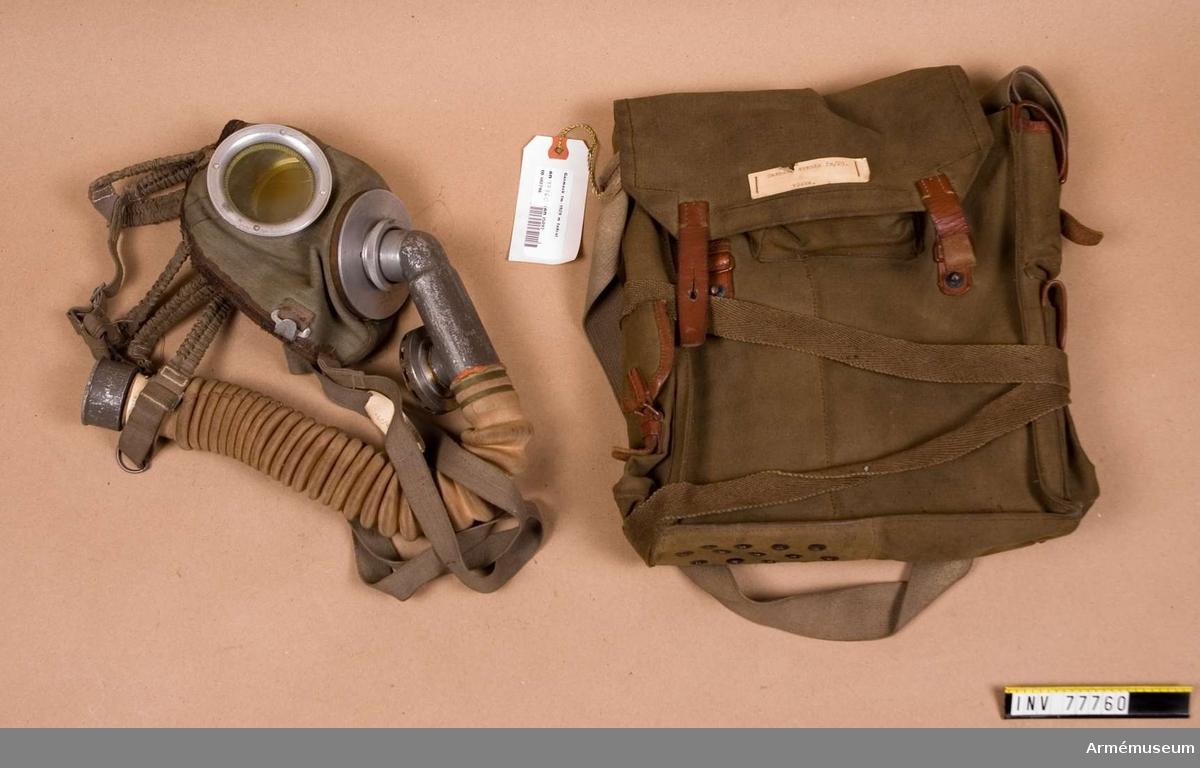 Grupp J. 1. Ansiktsskydd 2. Slang med P-ventil 3. Väska 4. Behållare