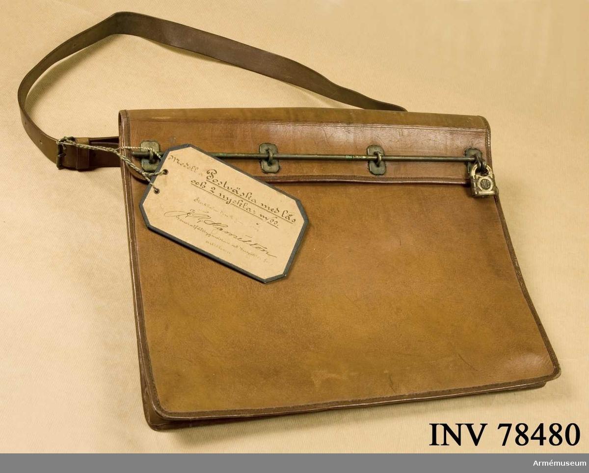 Grupp I VI.  Postväska med lås och 2 nycklar m/1900