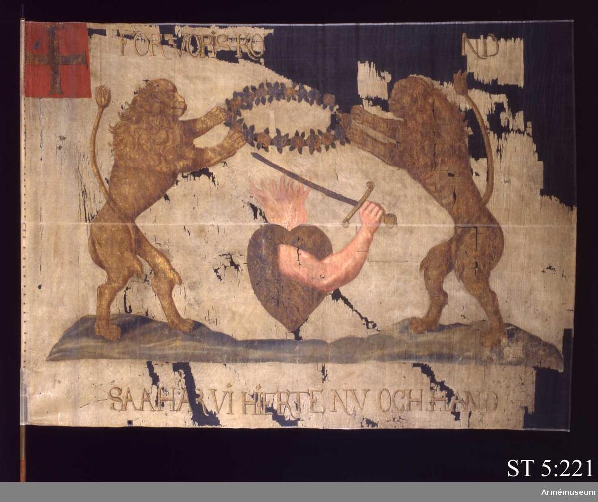 Inre och yttre sidan lika. Ett brinnande hjärta med en svärdshållande arm flankerad av två lejon hållande en rosenkrans mellan sig.