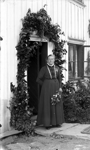 Kvinna vid herrgården, Torreby