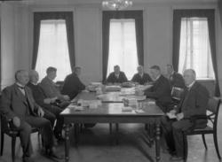 Nio män vid rösträkning i kommunalvalet 1930, Uddevalla