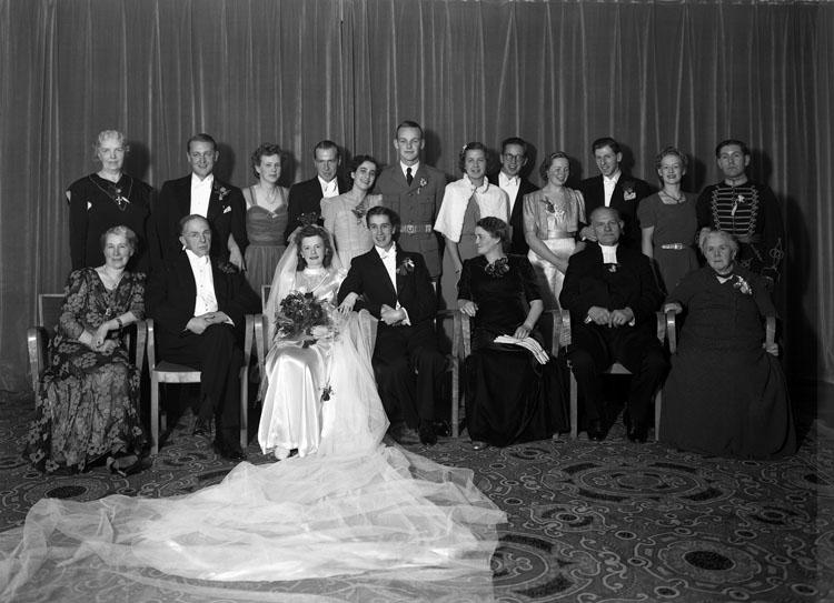 """Uppgift enligt fotografen: """"Uddevalla. Bröllop på Carlia. (Lars Munktell Gbg)."""""""