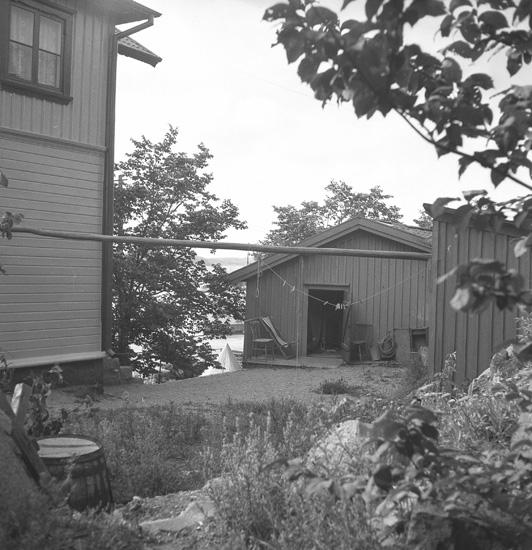 """Text till bilden: """"Lysekil. Foto för konsul Nihlen. 1940""""."""