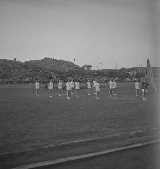 """Text till bilden: """"Lysekil. Svenska flaggans Dag. 1940.06.06""""."""