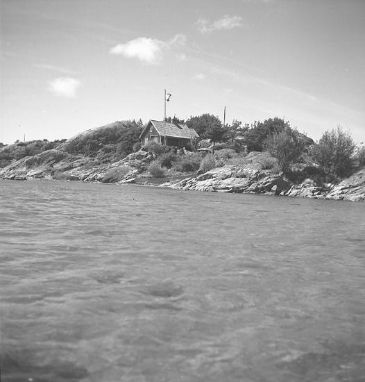 """Text till bilden: """"Villa. Nilsson Fiskebäck. 1946.03.19""""."""