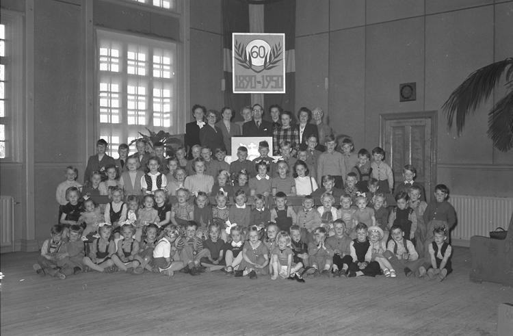 """Text till bilden: """"Missionskyrkans Söndagsskola. 1950.04.30""""             i"""