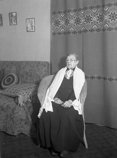 """Text till bilden:""""Marbergs Hovhult Jan. 1941""""."""