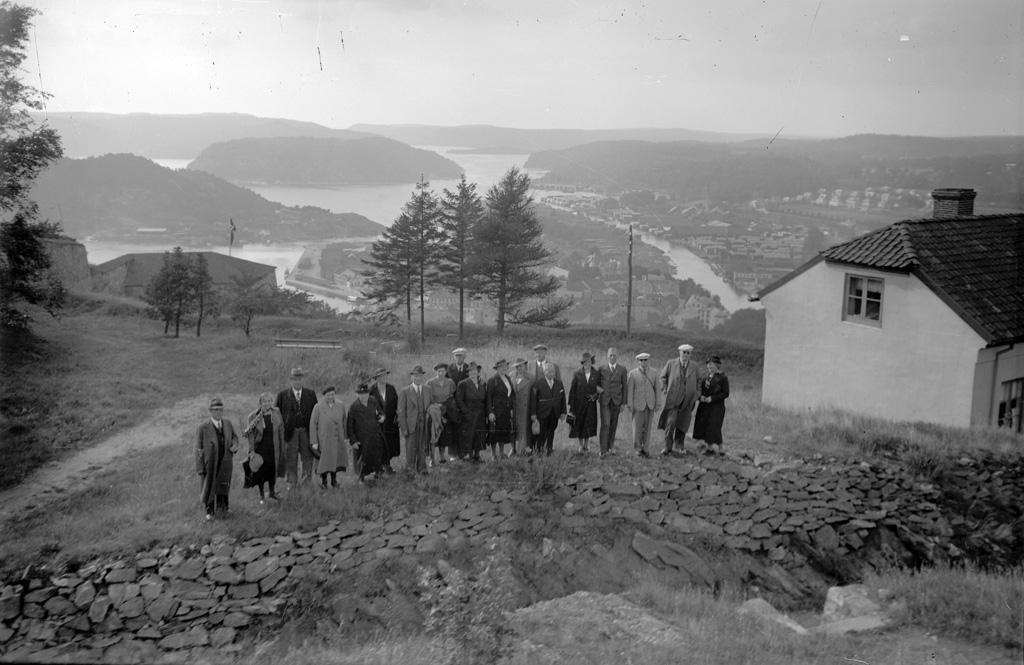 """Text till bilden: """"Hällekind 1938""""."""