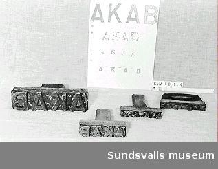 Skeppningsmärke med avtrycket 'AKAB'.