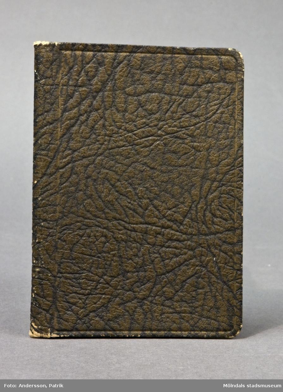 Anteckningsbok med avskrivna dikter och sånger.