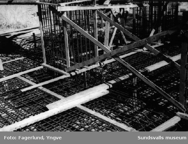Gjutning i betong under uppförandet av silo 3, Stockviksverken.