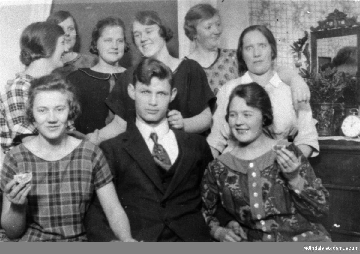 Hilmas julkalas på Stretereds skolhem, 1925. Karin Hasselberg finns med på bild.