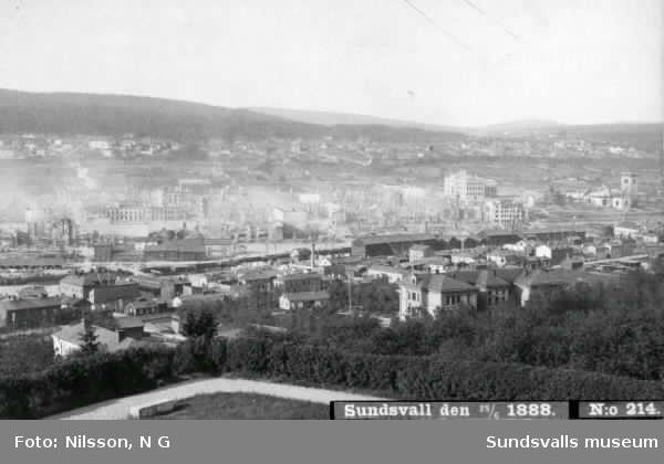 Panorama som visar Sundsvall efter stadsbranden den 28/6 1888.