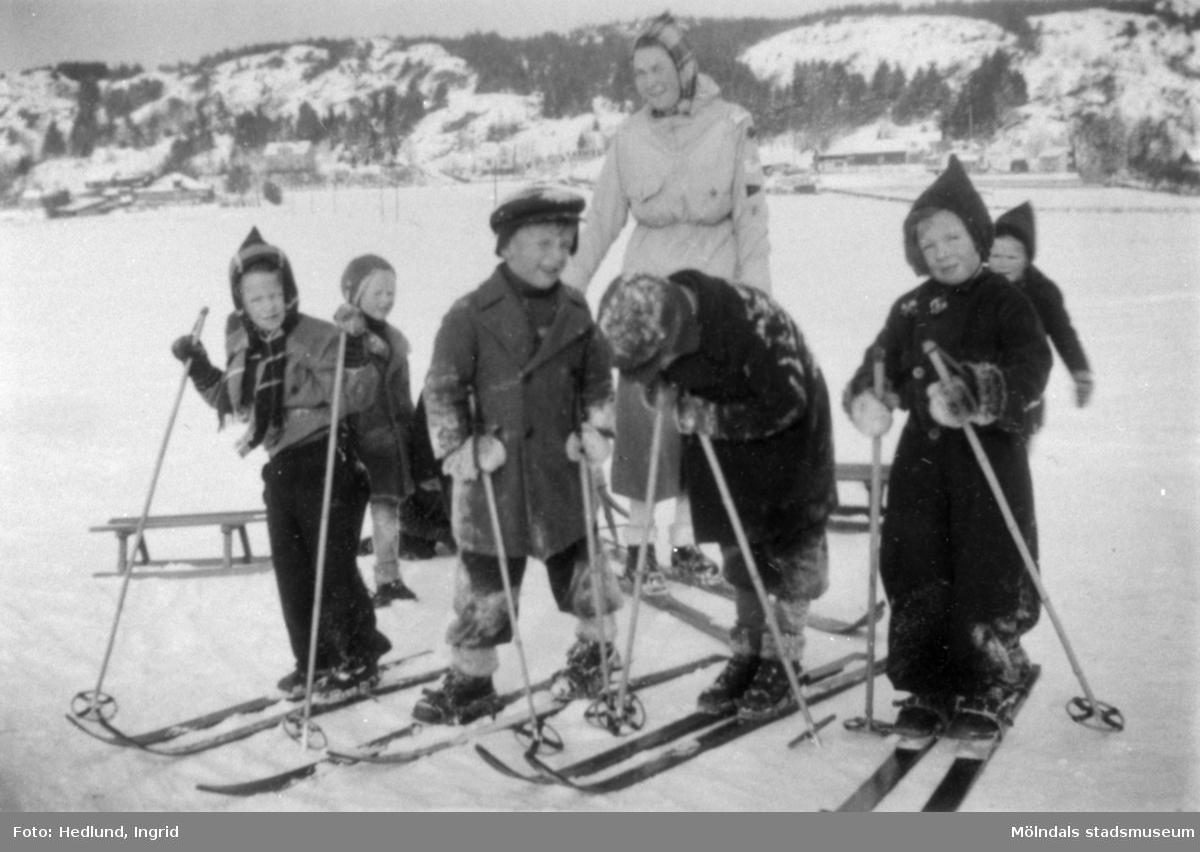 Bosgårdens barnträdgård 1938-1945. Kälk- och skidåkning med barnen.