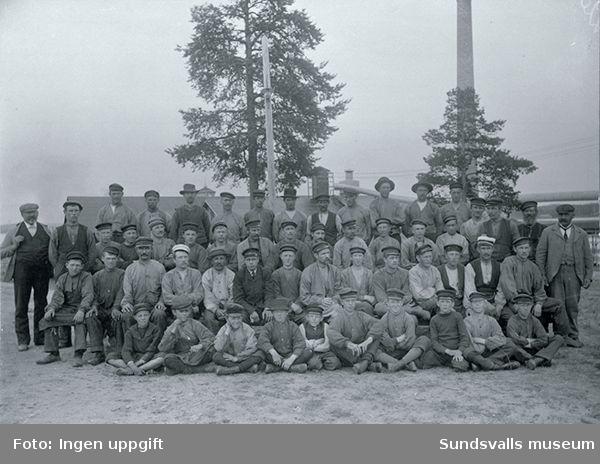 """Stockviksarbetare.Text till foto """"The Bergström NYKÖPING""""."""