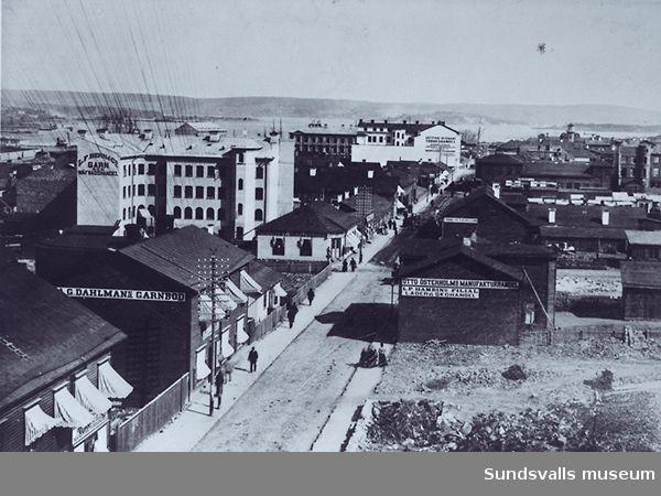 Provisorisk bebyggelse efter Storgatan. A C Dahlmans garnbod tll vänster.