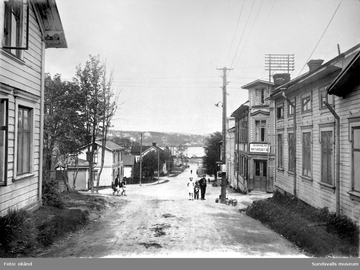 Stadsmon, Solgatan.