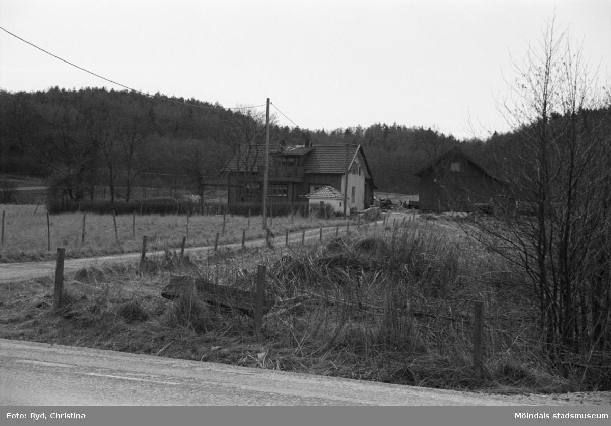 Byggnadsdokumentation och uppfartsväg till Skäggered 2:6 och 2:22, år 1992.