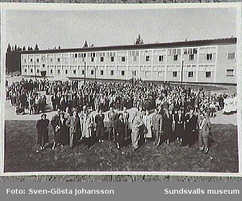Elever och lärarkår vid Hagaskolan.