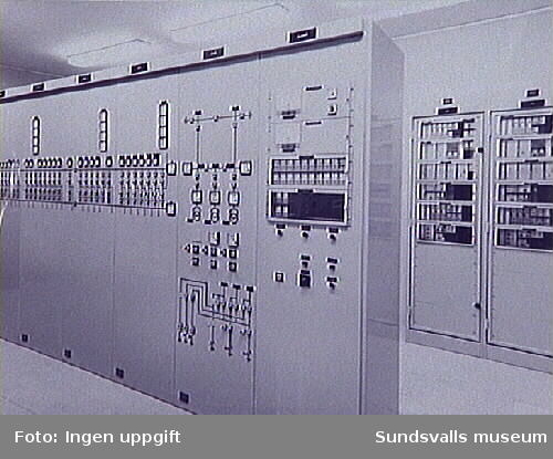 Kontrollrum på mottagningsstationen i Granloholm. Ur fotoalbum från Sundsvalls Energi.