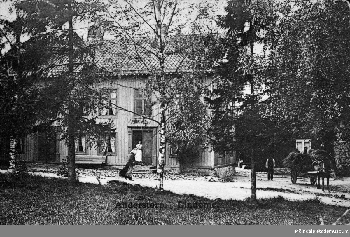 Här bodde spinnmästare B. Bergman, som även drev lanthandeln Fabriksboden, Anderstorp i Lindome.