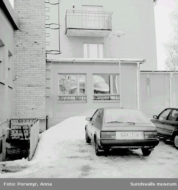 Dukumentation av Holmgården inför rivning.Se bildtexter.