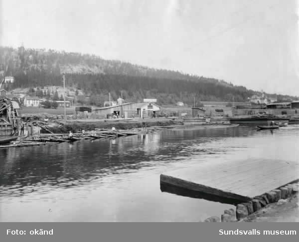 Victor Svenssons elektriska sågverk vid Selångersån samt repslagarbanan till h.