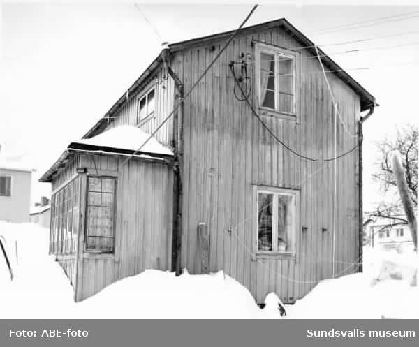 Hemmagjord elinstallation på bostadshus i Skönsberg. Karl Eriksg 10