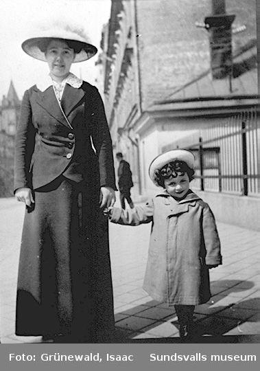 Iván Grünewald och troligen en faster till denne, 1914.
