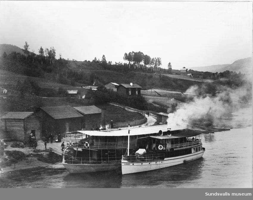 Ångfartygen Indal och Liden.  Vid Lidens ångbåtsstation. Indalens passagerare och gods fick lastas över till Liden för vidare transport till Utanede (Jämtland).