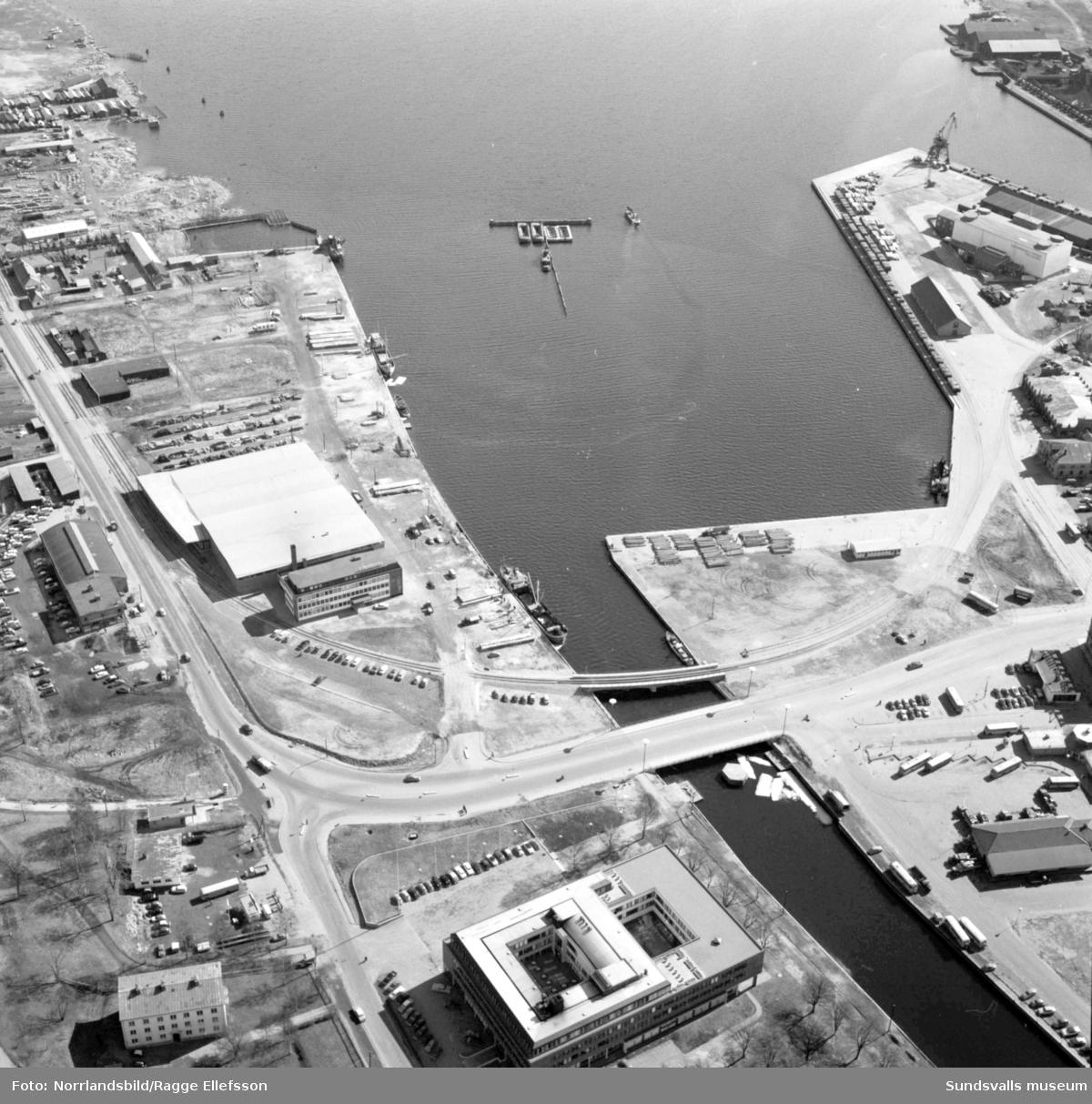 Flygfoto över Järnvägsbron, Tivolibron, Norra kajen och SCA-kontoret.