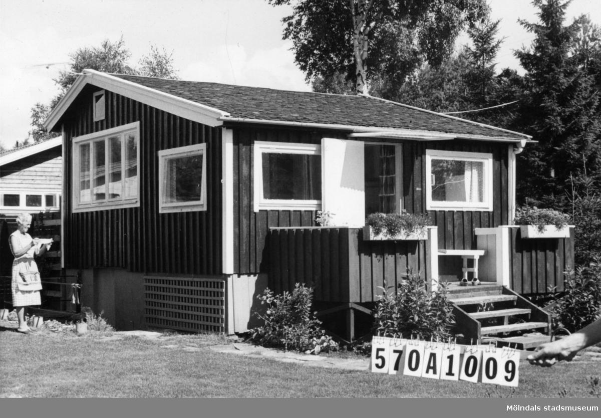 Byggnadsinventering i Lindome 1968. Annestorp 6:47. Hus nr: 570A1009. Benämning: fritidshus och redskapsbod. Kvalitet, fritidshus: god. Kvalitet, redskapsbod: mindre god. Material: trä. Tillfartsväg: framkomlig. Renhållning: soptömning.