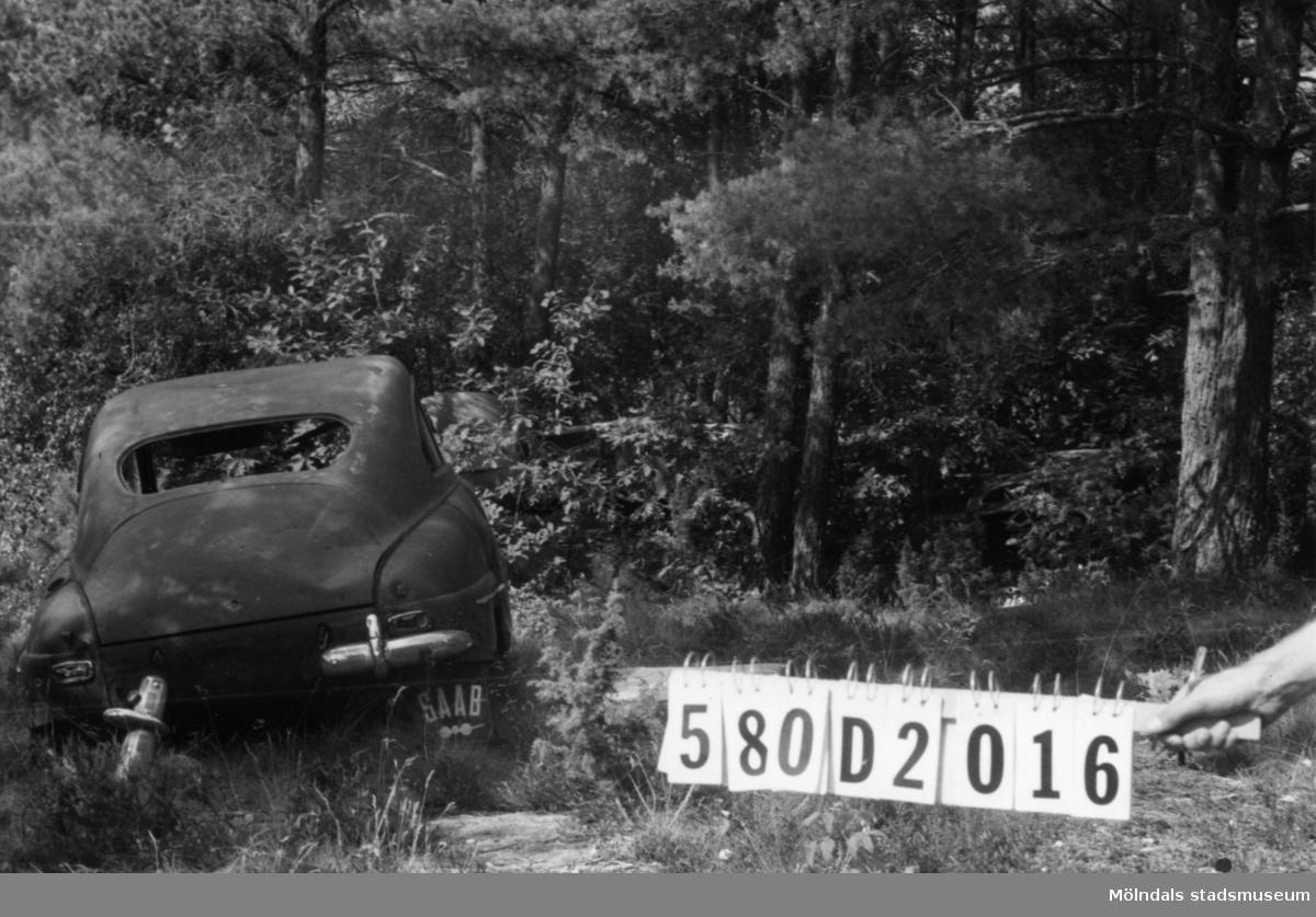 Byggnadsinventering i Lindome 1968. Hassungared 3:25 el. 3:10. Hus nr: 580D2016. Övrigt: fem bilvrak. Tillfartsväg: framkomlig.